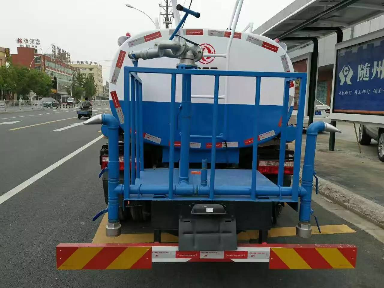 东风洒水车