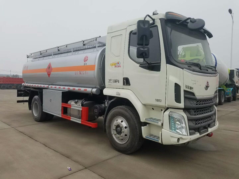 东风柳汽10吨加油车图片