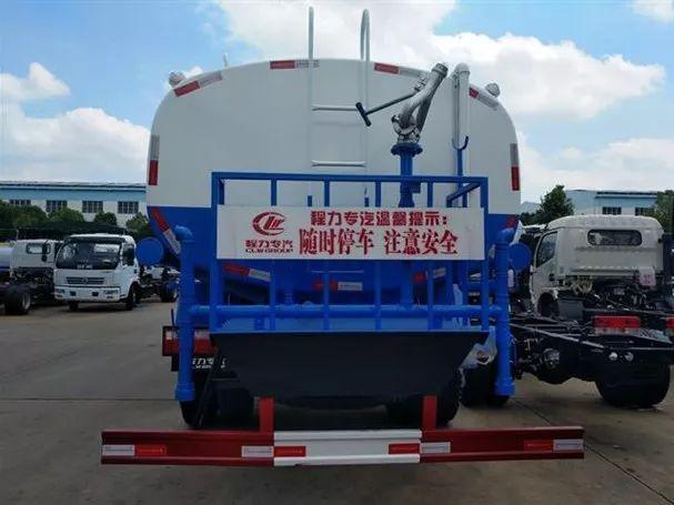 东风天锦15吨洒水车图片