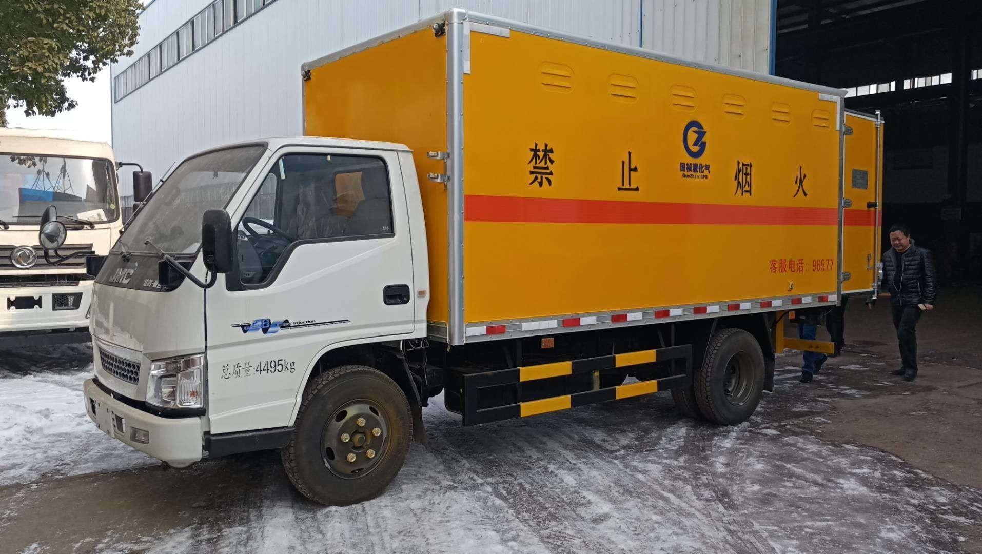 江铃易燃气体厢式车图片