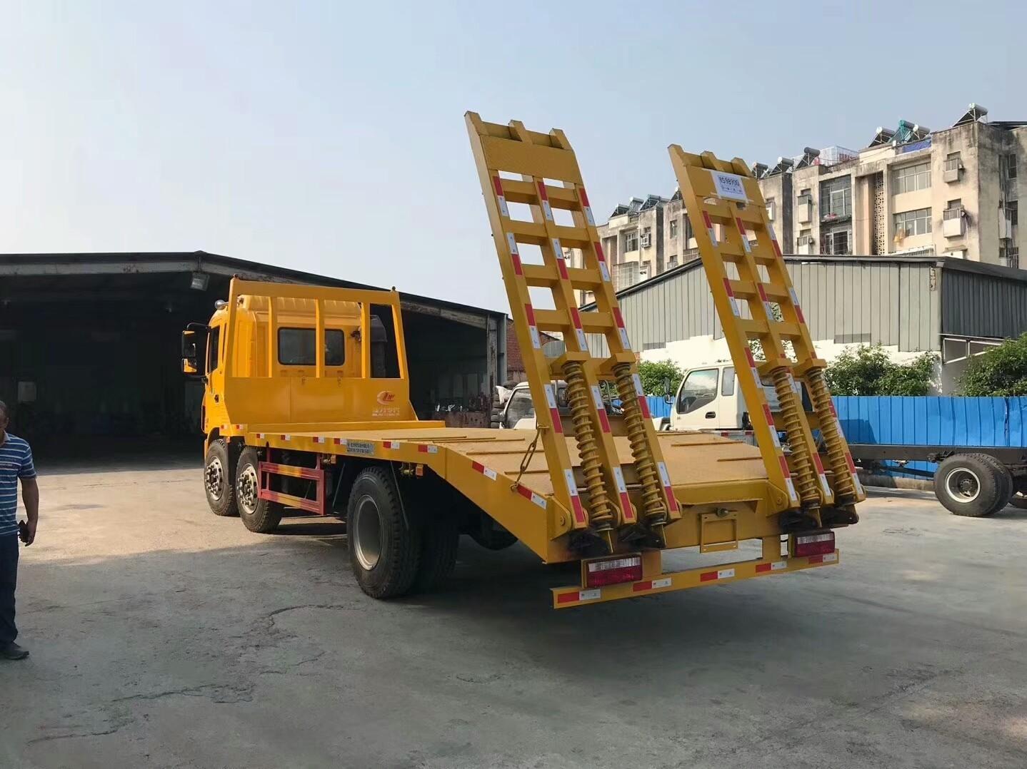 江淮小三轴挖机平板车图片