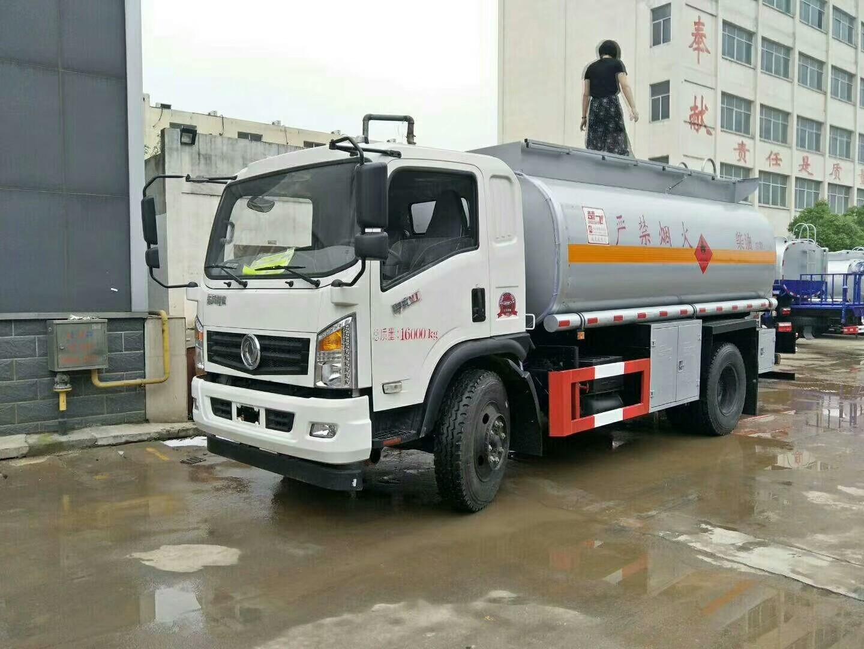 东风御虎10吨油罐车图片