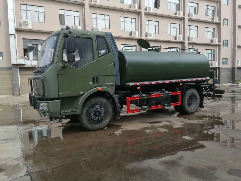 解放10吨洒水车军绿色图片