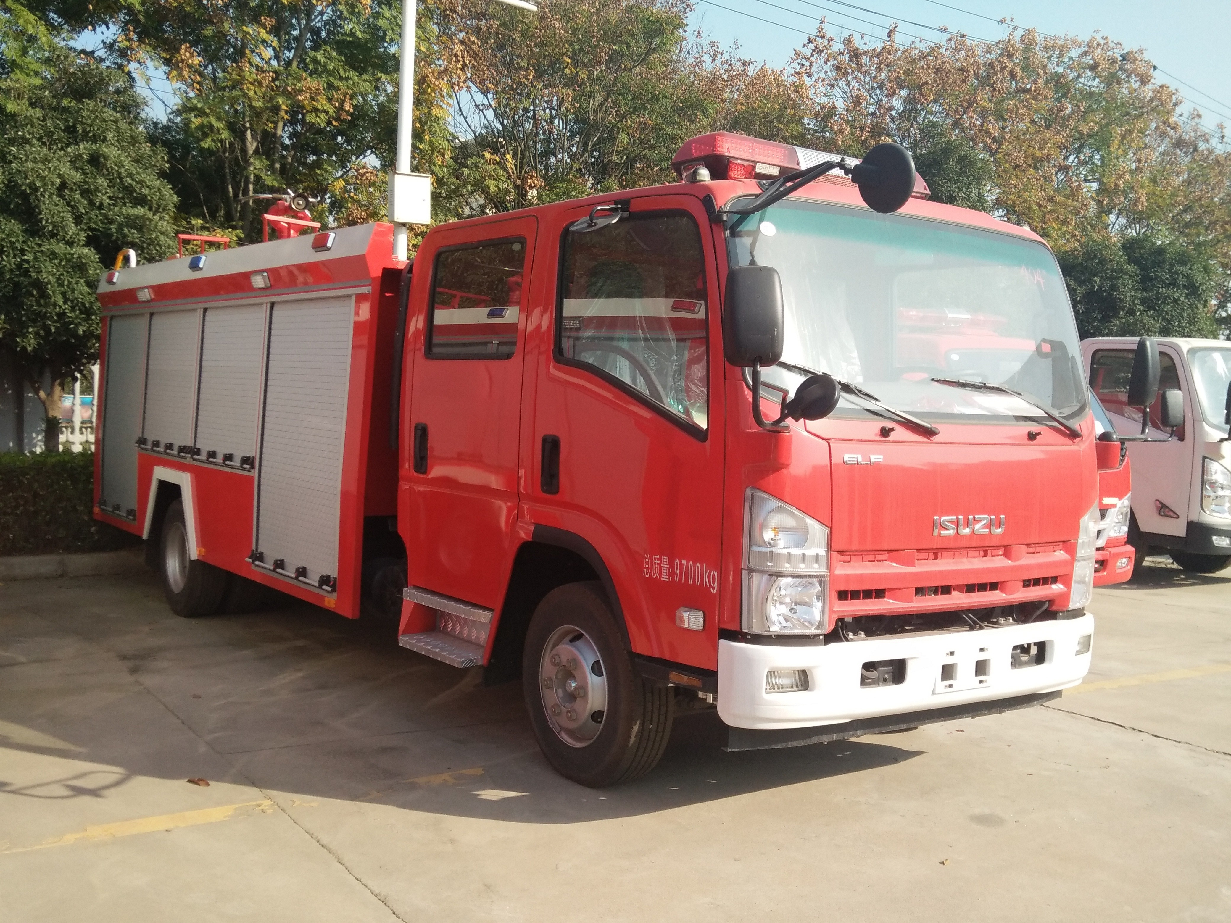 五十铃水罐消防车图片