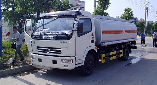 东风多利卡加油车