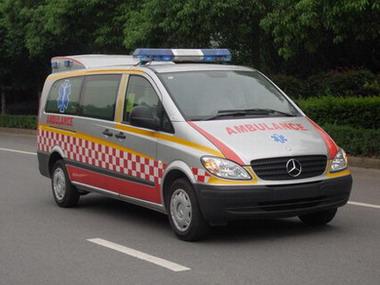 NJK5030XJH型救护车