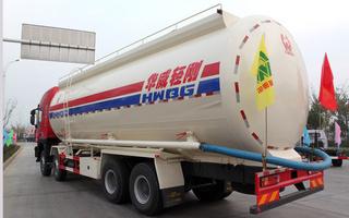 红岩粉粒物料运输车图片