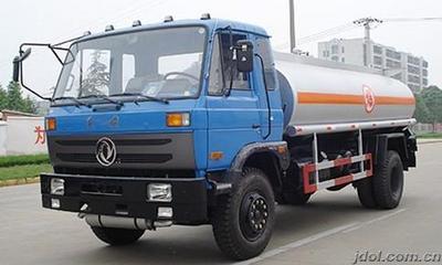 东风153十吨加油车