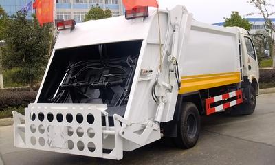 东风天龙压缩式垃圾车视频