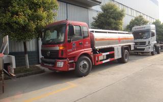欧曼国四10吨油罐车