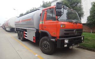 东风15吨油罐车
