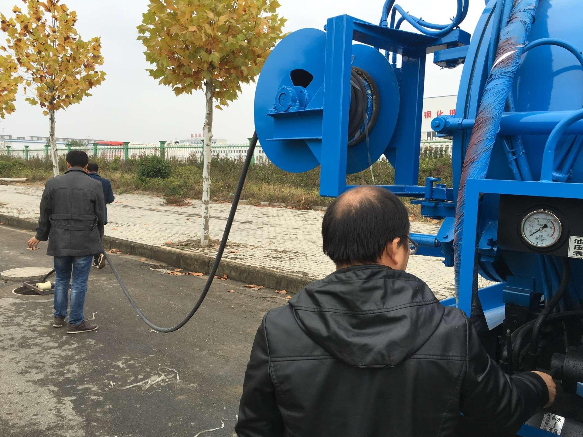 藍牌東風清洗吸污車 (3)