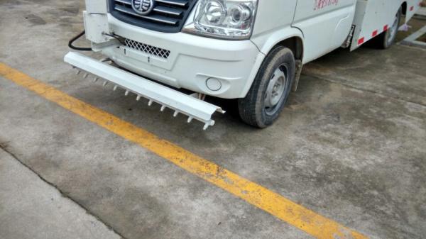 解放人行道路面清洗车