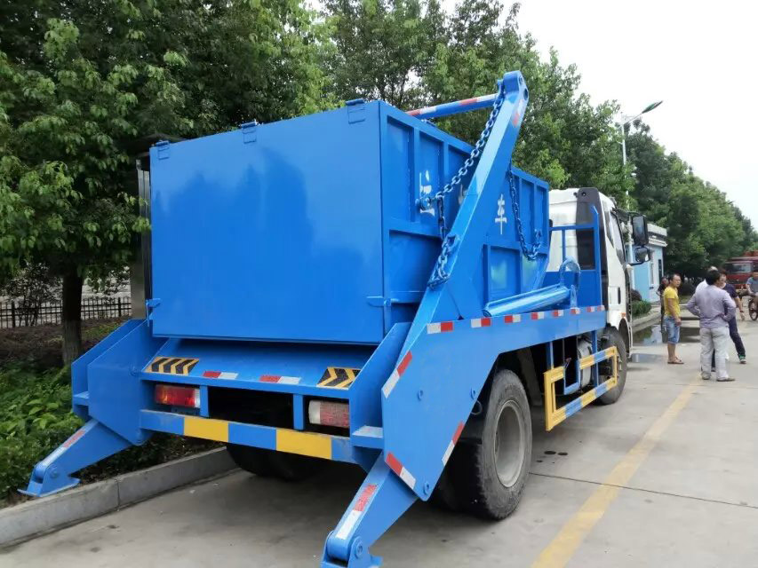 解放擺臂式垃圾車 (1)