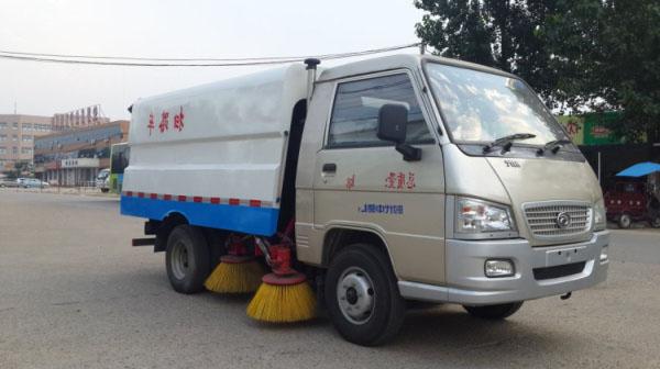市面上最小型的柴油扫路车5