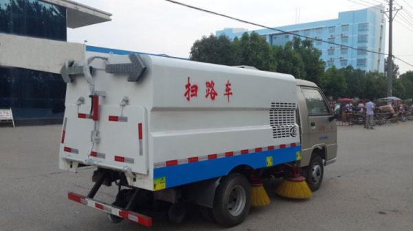 市面上最小型的柴油扫路车4