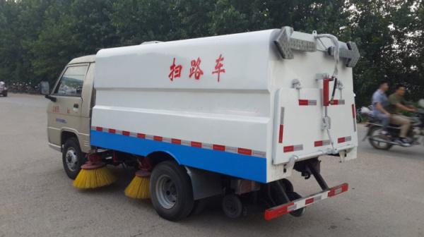 市面上最小型的柴油扫路车1