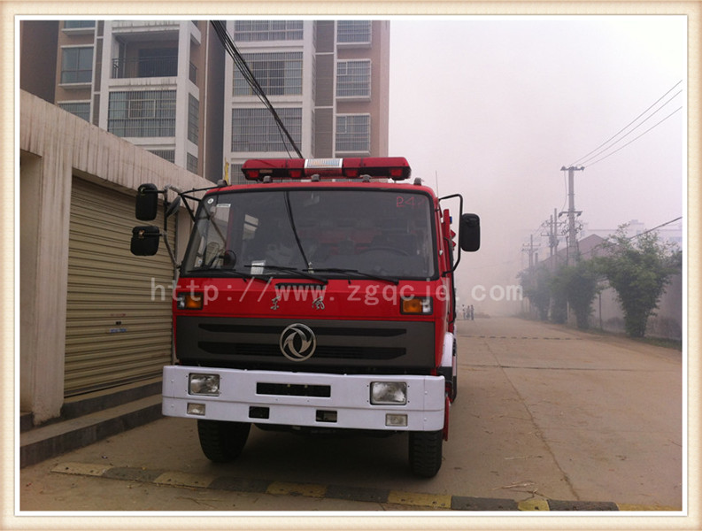 东风145泡沫消防车