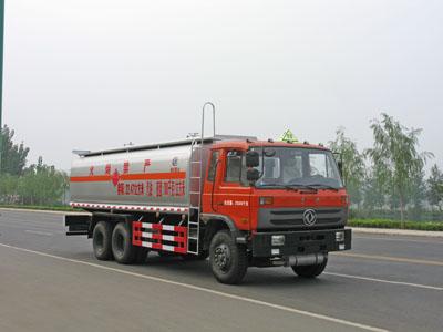 东风小三轴运油车