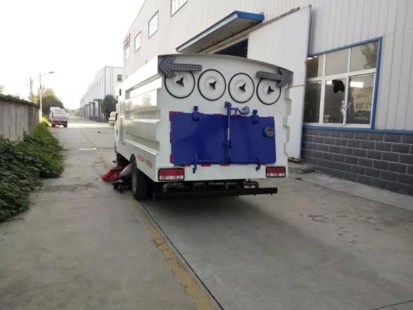 东风小多利卡前扫后吸 吸尘车 (2)