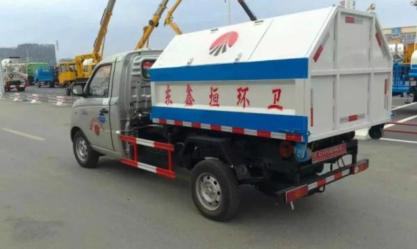 汽油国五4方 福田伽图拉臂式垃圾车 车厢可卸式垃圾车 蓝牌图片