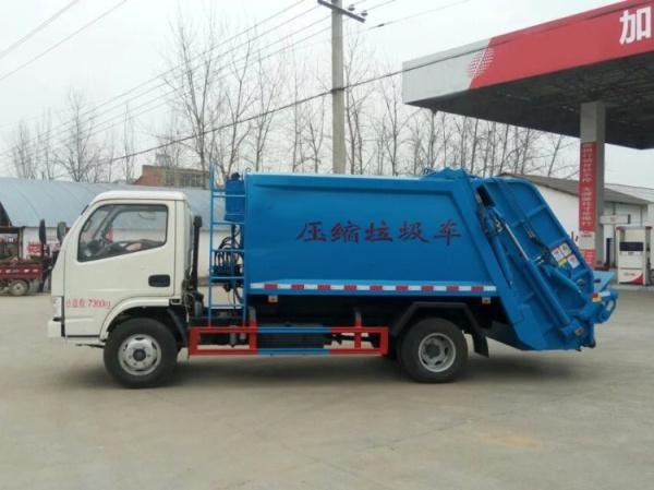 藍白東風小多利卡壓縮式垃圾車 (5)