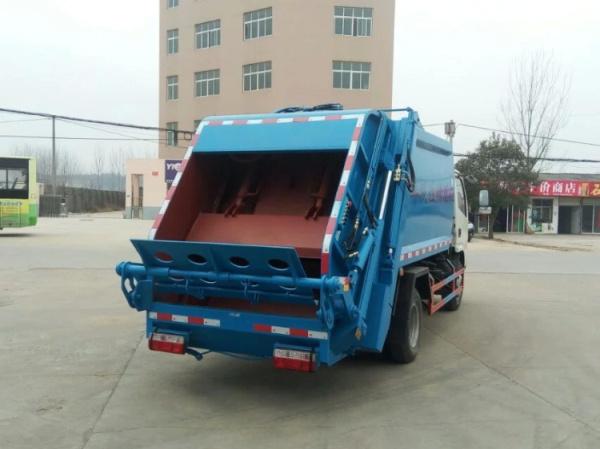 藍白東風小多利卡壓縮式垃圾車 (4)