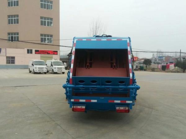 藍白東風小多利卡壓縮式垃圾車 (1)