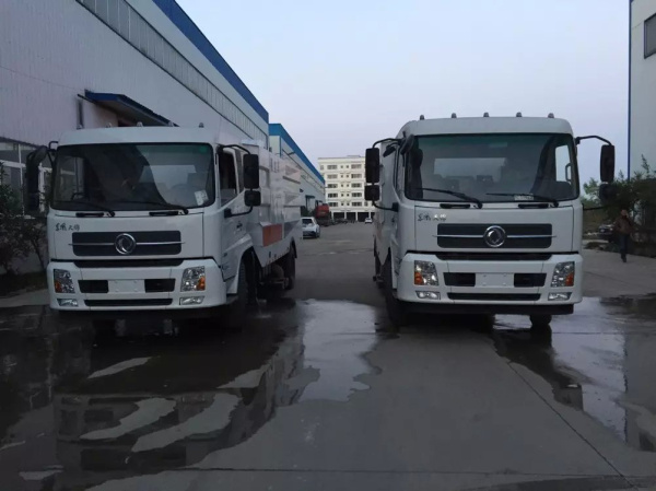 东风天锦吸尘车2016新款1