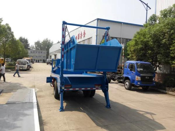 东风140摆臂式垃圾车 (2)