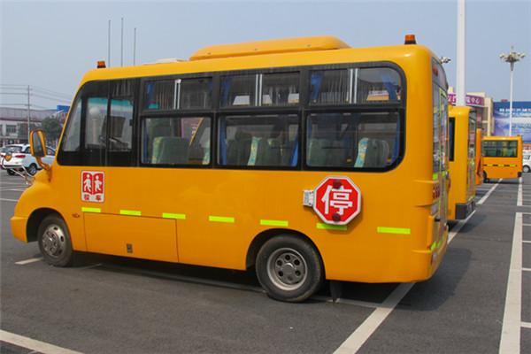 安源19座幼儿园校车技术含量高:整车外形,组合车灯,防侧滑系统等获得