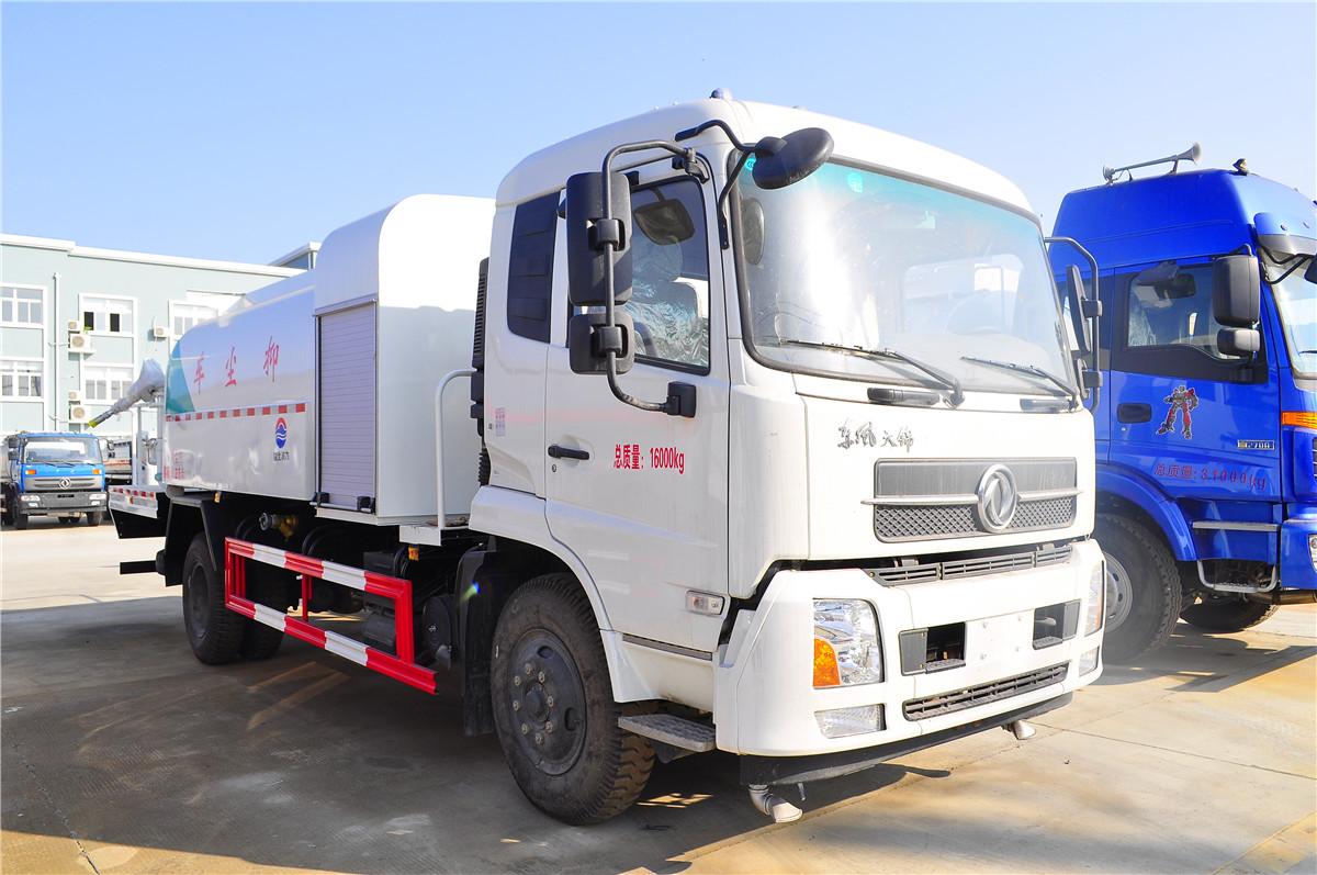 东风天锦11吨洒水车80米抑尘车