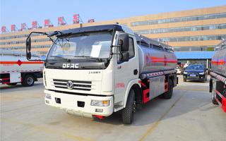 东风多利卡8.3方油罐车(楚胜)