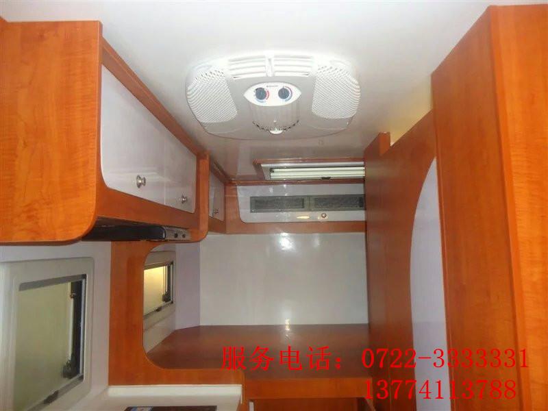 """产品功能说明: 房车兼具""""房""""与""""车""""两大功能,但其属性还是车,是一种可移动、具有居家必备设施的车种。车上的居家设施有:卧具、炉具、冰箱、橱柜、沙发、餐桌椅、盥洗设施、空调、电视、音响等家具和电器。乘房车旅行集""""衣、食、住、行""""于一身,是实现您""""生活中旅行,旅行中生活""""的现代化产品。 自行式C型房车是目前国内房车市场需求最多、最受人们受欢迎的房车类型。该类房车是自行式A型房车舒适豪华与自行式B型房车小巧灵活的完"""