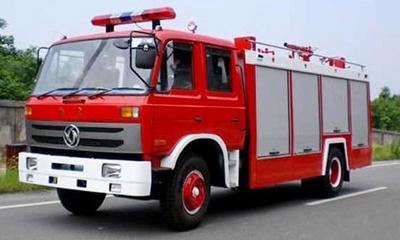 斯太尔王8吨水罐消防车视频