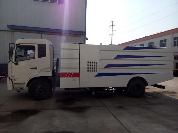 东风天锦吸尘车 (4)