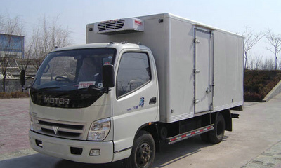 东风多利卡5.5米厢式冷藏车视频