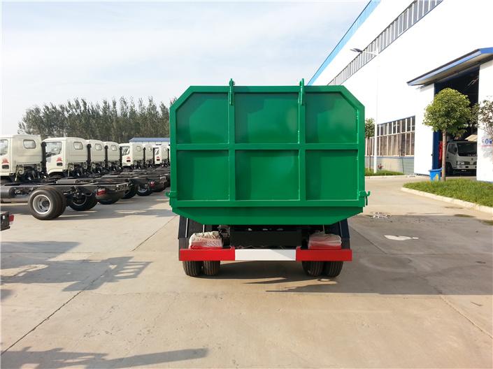 东风福瑞卡密封式垃圾车 (2)