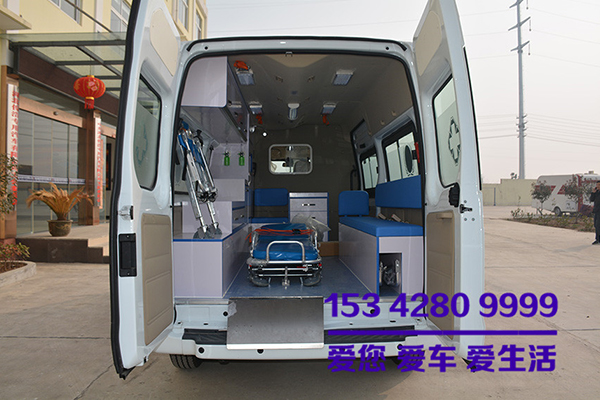 福特全顺v348救护车出厂