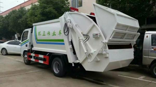 5方壓縮式垃圾車國五 (3)