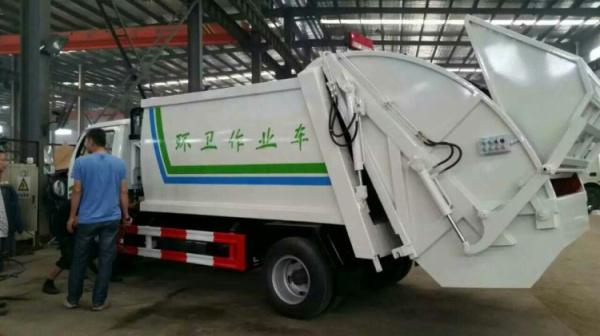 5方壓縮式垃圾車國五 (4)