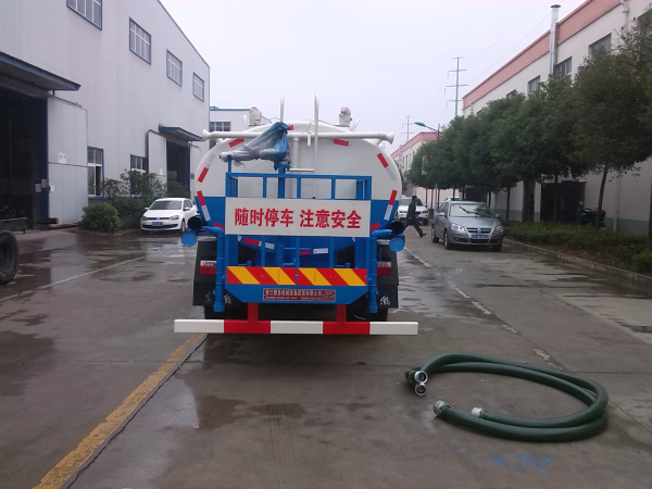 多利卡洒水车003
