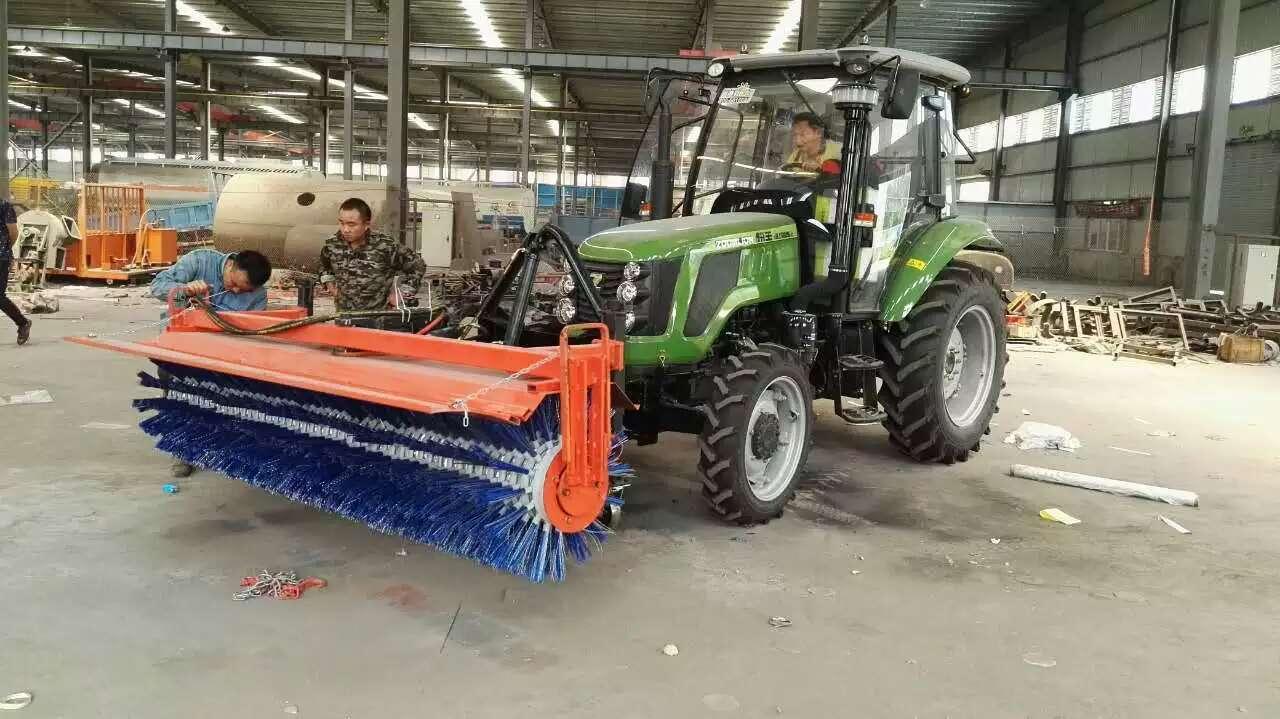 东方红拖拉机扫雪车