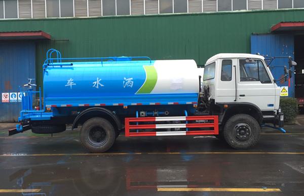 东风145洒水车图片