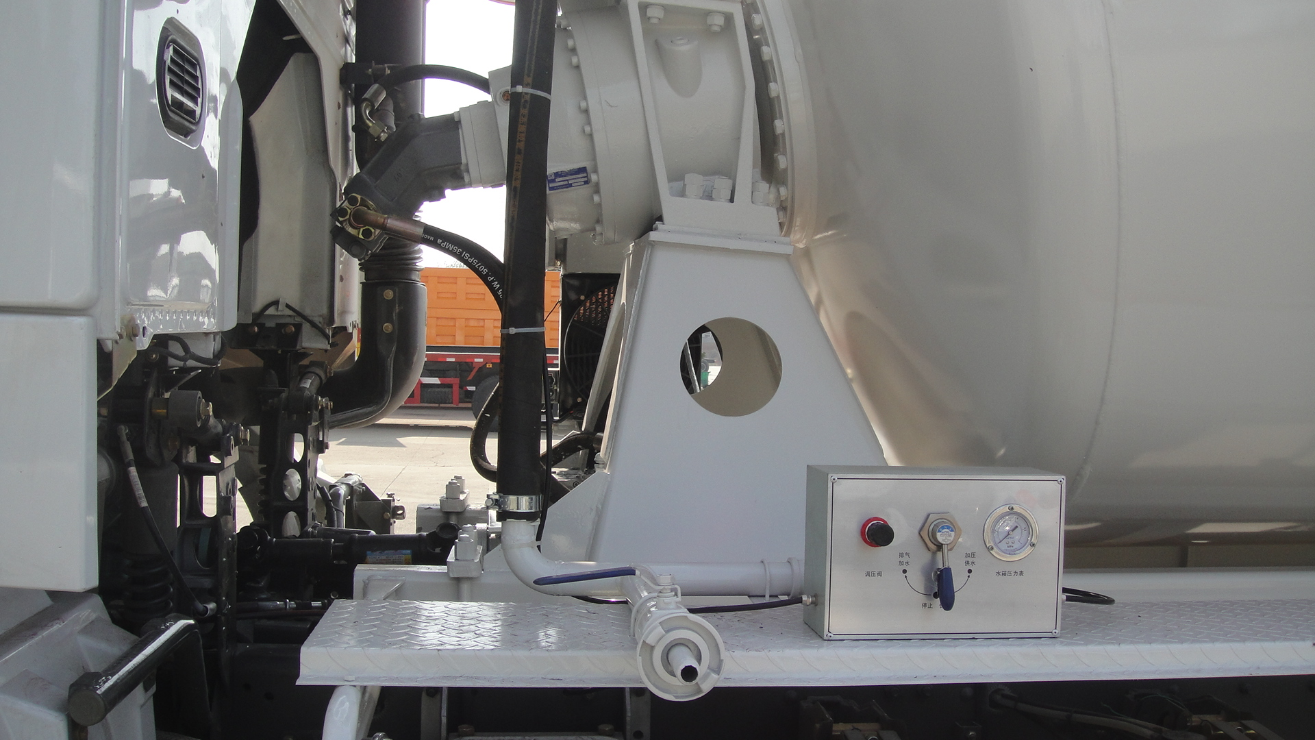 混凝土搅拌车液压系统保养该注意的问题图片