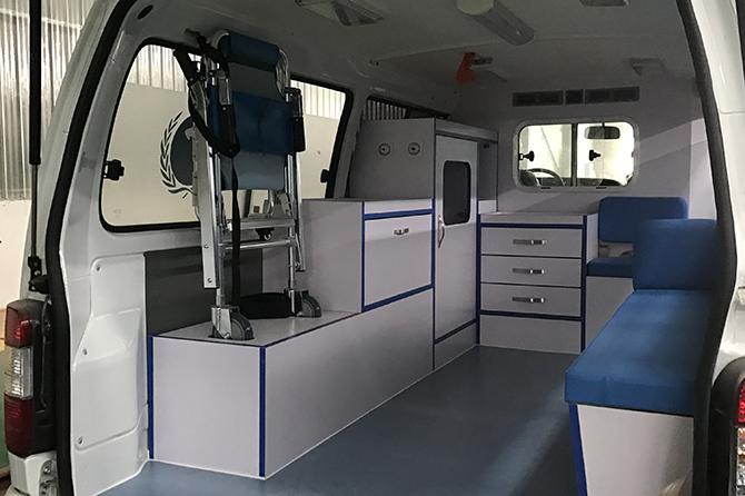 金杯阁瑞斯运输型救护车