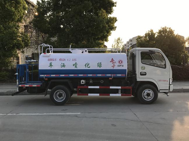 东风多利卡5吨洒水车侧面图