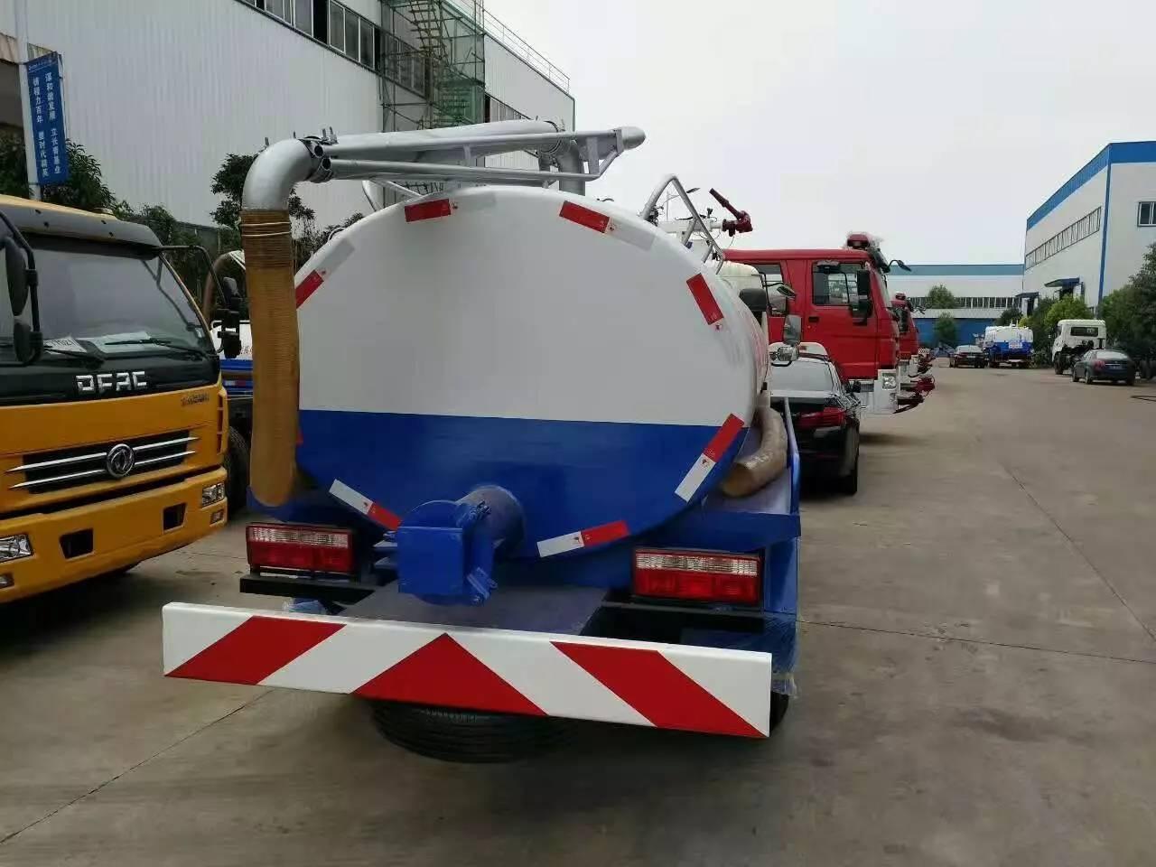 东风5吨吸粪车图片