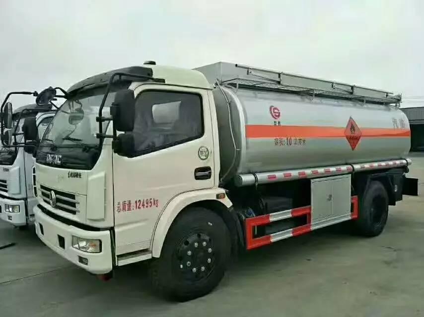 东风大多利卡10吨油罐车图片