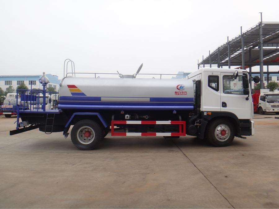 东风新款D9-12吨洒水车图片